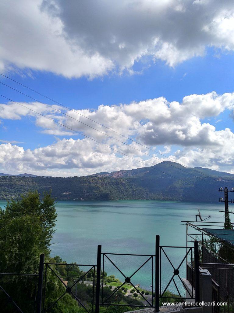 Vista del Lago Albano dalla strada che si trova nei pressi della nostra sede a Castel Gandolfo a Roma.